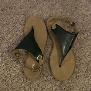 Aerosoles Black and Tan sandals size 8.5